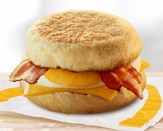 McMuffin™ peekoni <br>ja munaga